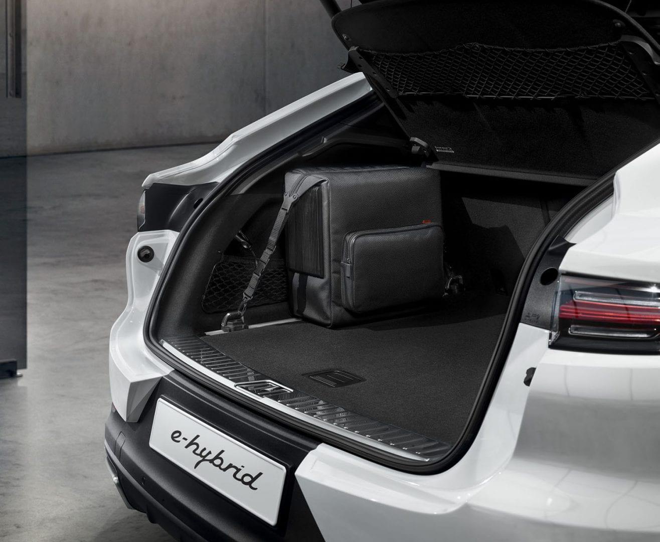 Porsche Cayenne E-Hybridin tavaratila.